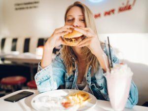 Tabela kaloryczna McDonalds. Co ma najmniej kalorii?