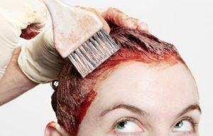 Jak zmyć farbę do włosów ze skóry? Poznaj proste sposoby