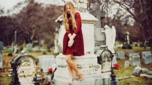 Cmentarianki – tani lans na cmentarzu
