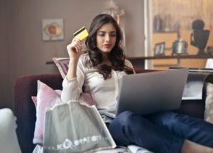 Sklep stacjonarny czy internetowy – gdzie kupować buty?
